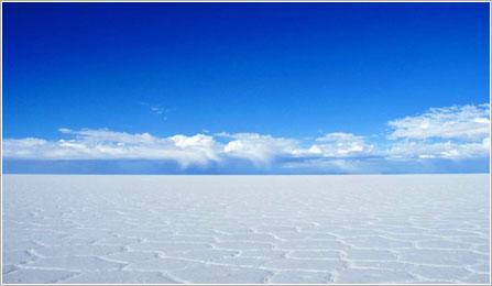 乾季のウユニ塩湖(イメージ)