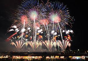 大曲(おおまがり)全国花火競技大会(秋田県)