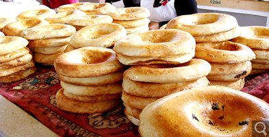 ウズベキスタンの主食「ナン」(イメージ)
