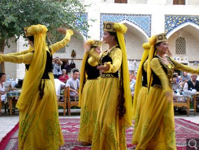 民族舞踊ショー(イメージ)