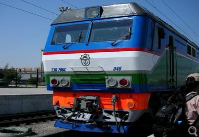 ウズベキスタンの列車(イメージ)